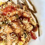 Asia-Reis mit BBQ-Huhn